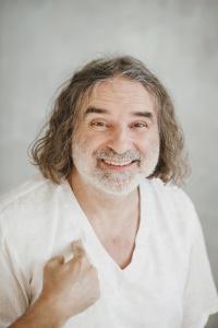 Вит Мано: Время любить и медитировать ради мира.